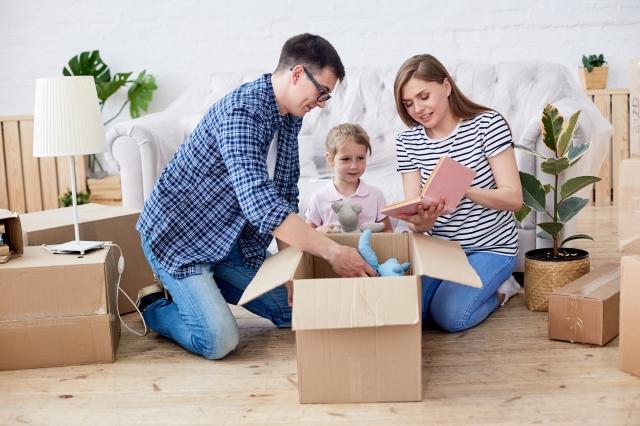 unpacking-moving-boxes-TDUPCB4