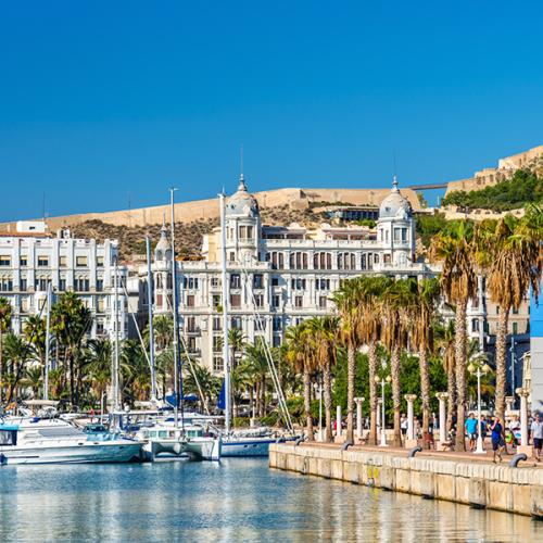 Vivir en Alicante El Puerto de Alicante principal punto neuralgico de reunion y felicidad de los alicantinos y turistas que visitan Alicante 600x600