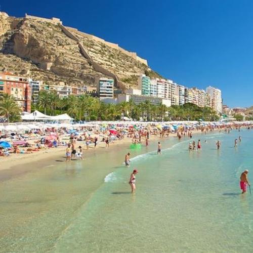 Vivir en Alicante Playa del Postiguet la zona de recreo mas importante de la ciudad de Alicante 600x600