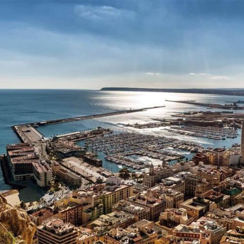 Vivir en Alicante Vistas desde el Castillo de Santa Barbara donde disfrutar del Mediterraneo en toda su extension 600x600