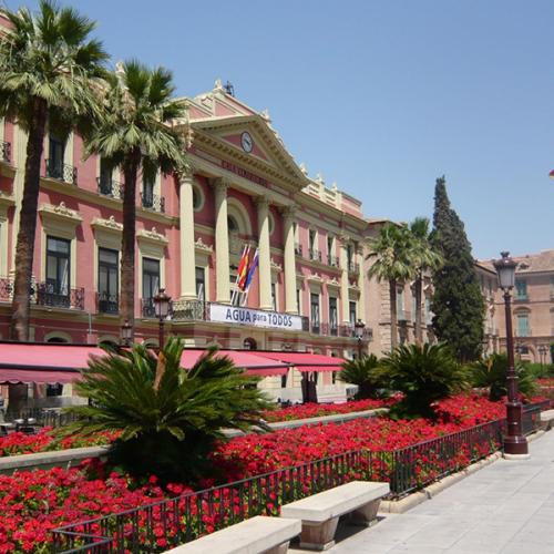 Vivir en Murcia  La Glorieta de España donde se halla el Ayuntamiento de la ciudad de Murcia y un entorno paisajistico de singular belleza 600x600